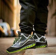 ea8aa1b657e Nike Air Max LeBron 7