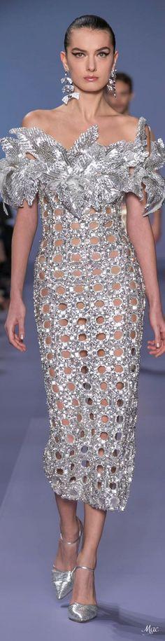 Source by ansienatacha dresses long glamour silver High End Fashion, Fashion 2020, Love Fashion, Runway Fashion, Elegant Cocktail Dress, Glamour, Georges Hobeika, Gowns Of Elegance, Elegant Outfit