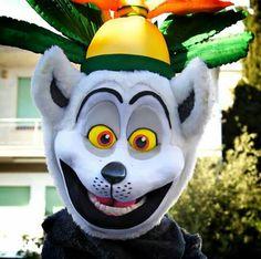 Re Julien Madagascar Madagascar, Snowman, Disney Characters, Fictional Characters, Art, Art Background, Kunst, Snowmen, Performing Arts