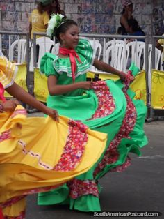 a dress from a dance for smaller or younger girls in colombia Colombia - Barranquilla Carnival 2011 Colombian People, Colombian Women, Black Women Fashion, Womens Fashion, Beautiful Outfits, Beautiful Women, Fashion And Beauty Tips, African Diaspora, African Men