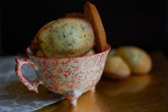 Earl Grey Madeleines Ingredients: 3 tablespoons earl grey tea leave cups caster sugar 3 eggs at room temperature 2 tablespoons liquid honey 1 cup flour salt, baking powder 8 tablespoons softened butter Madeline Cookies Recipe, Delicious Desserts, Dessert Recipes, Tea Recipes, Madeleine Recipe, Shortbread Biscuits, Earl Grey Tea, Recipe Directions, Food 52