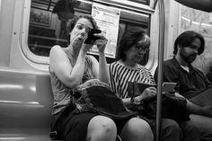Silmämeikki bussissa, puhelinsalaisuuksia junassa, kahvi kadulla kävellessä – yksityisen ja julkisen tilan raja on hämärtynyt   Yle Uutiset   yle.fi Selfie, Couple Photos, Couples, Couple Shots, Couple Photography, Couple, Selfies, Couple Pictures