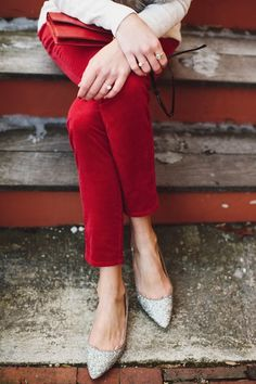 Sparkly flats + red pants = the perfect holiday outfit! Holiday Party Outfit, Holiday Dresses, Holiday Wear, Holiday Fashion, Autumn Winter Fashion, Holiday Style, Mode Style, Style Me, Sparkly Flats