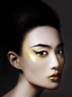 Shu-Pei Qin, golden goddess. I like it's beautiful and mysterious