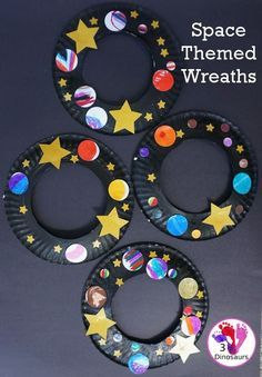 A Fun Space Theme Wreath - make a paper plate wreath with a space theme that has planets and stars - #spacetheme #wreathsforkids #craft