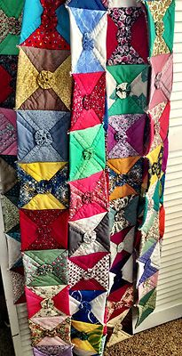 Love this quilt.  Link is bad, but pinning the picture.  Looks like hour glasses and yoyos.