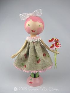 This gal's stuff is absolutely adorable!  Loving these sweet Clothespin Dolls!