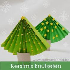 Maak je eigen papieren kerstboom – Als je op zoek bent naar een eenvoudige knutsel activiteit voor kerstmis, dan is deze papieren kerstboom zeker iets voor jou!