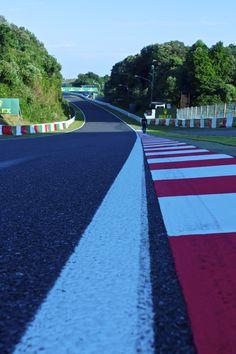柏原さんsaid: I walked west straight of Suzuka Circuit.                   但是图片里的不是柏原崇~~