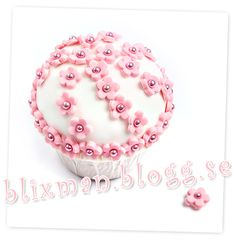 cup cake with pink roses
