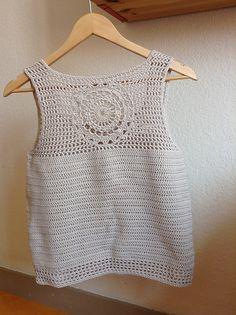Crochet T Shirts, Crochet Halter Tops, Crochet Clothes, Gilet Crochet, Crochet Tunic, Knit Crochet, Loose Knit Sweaters, Crochet Magazine, Summer Blouses