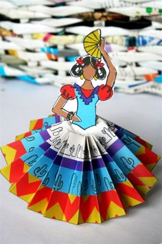 How to make paper rosettes and Señoritas for el Cinco de Mayo – denna's ideas Spanish Party Decorations, Fiesta Decorations, Paper Decorations, Mexican Birthday, Mexican Party, México Riviera Maya, Mexico Crafts, Spanish Festivals, Cultural Crafts