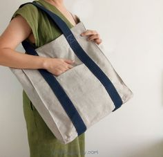 An everyday bag that made of natural fabrics, undyed linen is perfect for work, school and other occasion. Browse our unique collection for more designs and patterns. Source by pianbags Bags for work Lino Natural, Natural Linen, Linen Bag, Linen Fabric, Natural Fiber Clothing, Types Of Handbags, Everyday Bag, Handmade Bags, Tote Handbags