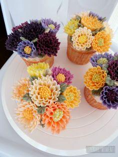 +Vanilla Chocolate Chrysanthemum cupcake /buttercream cake decoration/beautiful cupcake...made by SPECIAL MOMENT