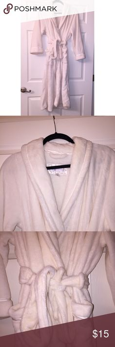 Off-White Plush Spa Robe Worn once, super soft and plush! Great for a spa night or just to keep warm! It is a long robe with two adjustable ties! Off-white color Carole Hochman Intimates & Sleepwear Robes