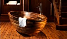 Különleges, fa burkolatú fürdőszobák