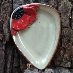 Part of our Original Five Flowers, our Black Eyed Susan Spoon Rest is hand-painted, dishwasher, microwave and food safe. The spoon rest measures approximately 5 x 5 inches Pottery Gifts, Pottery Mugs, Handmade Pottery, Hand Built Pottery, Slab Pottery, Ceramic Pottery, Beginner Pottery, Pottery Handbuilding, Ceramic Spoons
