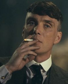 Cillian Murphy as Badass Gangster Thomas Shelby in Peaky Blinders 💙 Peaky Blinders Poster, Peaky Blinders Wallpaper, Peaky Blinders Series, Peaky Blinders Quotes, Peaky Blinders Tommy Shelby, Peaky Blinders Thomas, Cillian Murphy Peaky Blinders, Boardwalk Empire, Gangsters