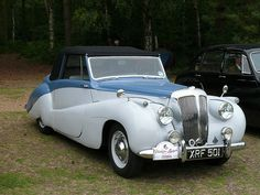 Exceptional classic cars detail is offered on our web pages. Have a look and you wont be sorry you did. Retro Cars, Vintage Cars, Antique Cars, Retro Vintage, Jaguar Daimler, Daimler Benz, Automobile, Classic Mercedes, Old Classic Cars