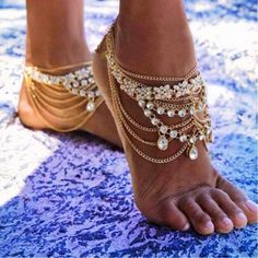 Shop Gold Barefoot Sandals for Weddings on the Beach. Gold Foot Jewelry for the Bride and Bridesmaids. Indian wedding Kundan Payal Anklet with Toe Ring. Crystal barefoot Wedding Sandals. goddess Anklet with Toe Ring. Pearl Anklets. Beautiful Boho Chic Barefoot Sandals bling. Barefoot Bride wedding sandals. Vintage Bohemian Bride Accessories and ankle Foot jewelry #baarefootweddingsandals #barefootsandals #footjewelry