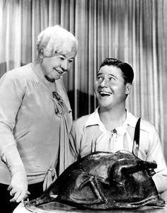 https://flic.kr/p/dvqp6h   Jack Oakie   Jack Oakie and his mother enjoying a fake bird in 1931