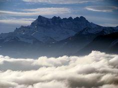 Mer de brouillard sur le lac Léman avec Les Dents-du-Midi What A Wonderful World, Midi, Geneva, Wonders Of The World, Mount Everest, Photos, Album, Mountains, Places