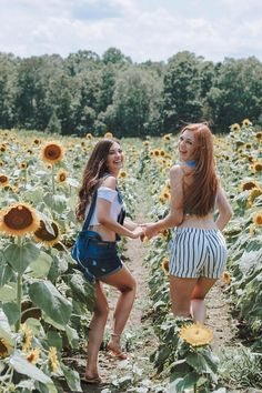 ideas photography ideas summer bff for 2019 Best Friends Shoot, Best Friend Pictures, Picture Poses, Photo Poses, Picture Ideas, Sunflower Field Pictures, Sunflower Pics, Sunflower Field Photography, Tumblr Bff