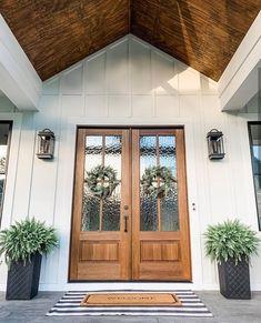 75 Rustic Farmhouse Front Porches Decorations Ideas Front Door Decor Image Size: 736 x 920 Source Farmhouse Front Porches, Farmhouse Homes, Rustic Farmhouse, Farmhouse Style, Modern Front Porches, Country Homes, Interior Exterior, Exterior Design, Hd House