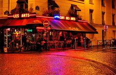 Paris : Café des Arts Place de la Contrescape la nuit