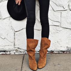 """""""My Robin Hood boots / deets and similar jeans linked www.liketk.it/1Hml0 / Pc Jorjah-b / #anthropologie coming to the blog or now @liketoknow.it"""""""