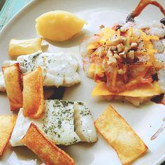 Bacalao con patatas soufflé carpacio de langostinos  melocotón y puré de patatas con aroma de vainilla. Go! #food #foodporn #yum #instafood #TagsForLikes #yummy #amazing #instagood #photooftheday #sweet #dinner #lunch #breakfast #fresh #tasty #foodie #delish #delicious #eating #foodpic #foodpics #eat #hungry #foodgasm #hot #foods