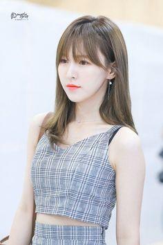 How can she look so perfect? Seulgi, Kpop Girl Groups, Korean Girl Groups, Kpop Girls, Wendy Red Velvet, Red Velvet Irene, Velvet Fashion, South Korean Girls, Olaf