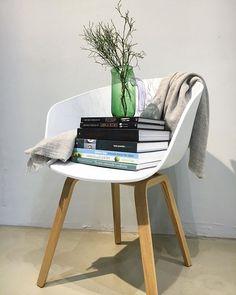 Stöbern sie bei uns durch außergewöhnliche #Kochbücher.  Diese eignen sich auch hervorragend als #Ostergeschenk  . . . #books#easter#gifts#easterpresent#ostern#cookingbooks#spring#springtime#0711#weilimdorf#stuttgart#interiordesign#hay#scandinavianhome #scandinavianstyle#scandinaviandesign#interior#einrichtungsidee#einrichtungsberatung#plaid#karaffe#design