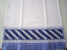 Pano de Prato em tecido de algodão c/ barrado bordado em tecido xadrez Este produto pode ser feito sob encomenda em varias cores (veja amostra de cores no album BORDADO EM TECIDO XADREZ)