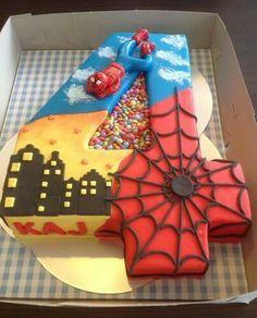 Spiderman pastel con deliciosos m&ms