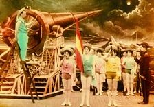 French filmmaker Georges Méliès's A Trip to the Moon (Le Voyage dans la lune) is widely considered the first ever science fiction movie. Jules Verne, Hugo Cabret, Psychedelic Space, Film D'action, Fiction Movies, Multiple Exposure, White City, Vintage Horror, Old Books