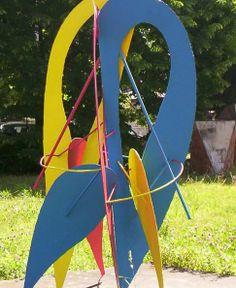 """""""Triade"""", scultura in metallo realizzata dagli allievi dell'ind. Metalli """"dal vivo"""" davanti al pubblico il 30 maggio 1992. Archivio fotogr. Liceo artistico """"Stagio Stagi"""" Pietrasanta (LU)."""