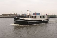 I have heard that marine borer species vary according to latitude i. a hull that stays sound in its own back yard will get munched in other. Canal Barge, Canal Boat, Design Net, Boat Design, Expedition Yachts, Yacht World, Cruiser Boat, Dutch Barge, Power Boats For Sale