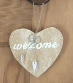 Wooden 'Welcome' heart