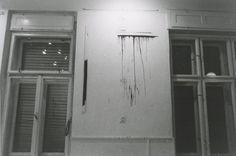 Károlyi Zsigmond kiállítása, megnyitó: performansz  Jókai Művelődési Ház, Budaörs, 1979. november 9-18. Forrás: Artpool