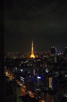 窓から見える、東京タワー。そして夜景。きれい。(at パークホテル東京)