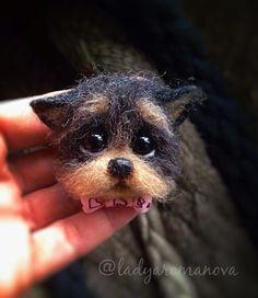 пёсоброшь))) Хотела сделать йорика, получился такой смешной, нелепый щен Будет сюрпризом для постоянной заказчицы, обожательницы Щастий (их у нее уже 5) #щенок #йоркщенок #йоркширскийтерьер #собака #игрушкиизшерсти #брошьизшерсти #брошьручнойработы  #toystagram #instatoys #handmade #dog #puppies #puppy  #felting #needlework