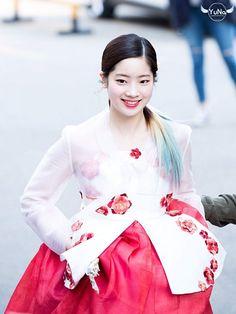 임시 이미지 dahyun TWICE, hanbok, makeup