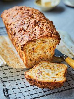 Pain au fromage et au bacon - Ricardo Volume 15 no page 105 Bread Machine Recipes, Bread Recipes, Cooking Recipes, Bread Bun, Easy Bread, Cooking Bread, Bread Baking, Bacon Cheese Bread Recipe, Scones