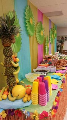 A luau is a traditional Hawaiian party or feast that is usually accompanied by entertainment. Here are some gorgeous decor and serving ideas for such party. Aloha Party, Hawaiian Luau Party, Hawaiian Birthday, Luau Birthday, Tiki Party, Birthday Parties, Hawaiin Theme Party, Kids Luau Parties, Beach Party
