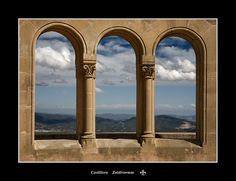 Barcelona - Finestra a Muntanya de Montserrat - Barcelona - Montserrat Mountain Window