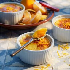 Vergeet de lobbige slagroom niet. Recept - Flan de mandarina y limon - Boodschappenmagazine