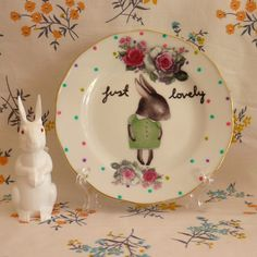 Just Lovely Shy Bunny Vintage Illustrated Plate - pin maudjesstyling Animal Plates, Vintage Easter, Plates And Bowls, Ceramic Pottery, Spring Flowers, Happy Easter, Decorative Plates, Bunny, Tableware