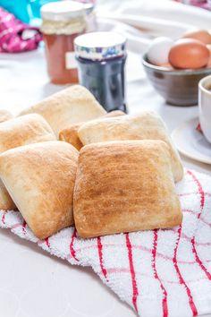 ¡Sólo 10 minutos en el horno y listo! A disfrutar de un rico pan crujiente HOME BAKERY de BredenMaster. Cornbread, Ethnic Recipes, Food, Oven, Products, Winter, Hoods, Meals, Corn Bread