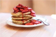 Vegan and gluten-free lemon poppyseed pancakes are delicious with fresh strawberry syrup Vegan Gluten Free, Gluten Free Recipes, Vegan Recipes, Vegan Pancakes, Pancakes And Waffles, Cornmeal Pancakes, Yummy Treats, Yummy Food, Tasty